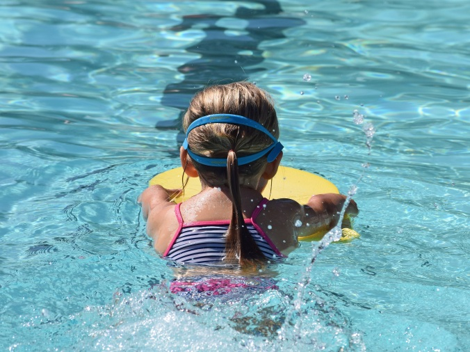 young-swimmer-2494904.jpg
